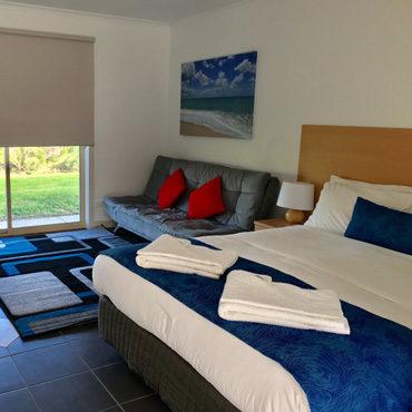 deluxe-motelrooms.jpg
